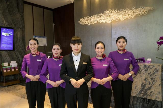 1-2、中青旅山水酒店 前台服务员.jpg